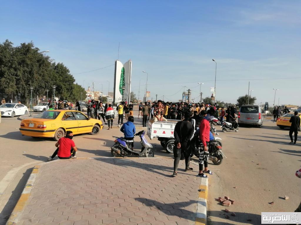 قتال بين الجيش الذي دربه الامريكان وابناء البعث الذي تصدوا للعدو الامريكي عام 2003 بالناصرية ومقتدى الصدر يهيج اتباعه ضد البعثية ويطبع بوسترات تعيش فقراء مدينة صدام